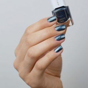 KIA-CHARLOTTA Veganski Lak za nokte,Trend Collection INDEPENDENT Teal-Blue Shimmer